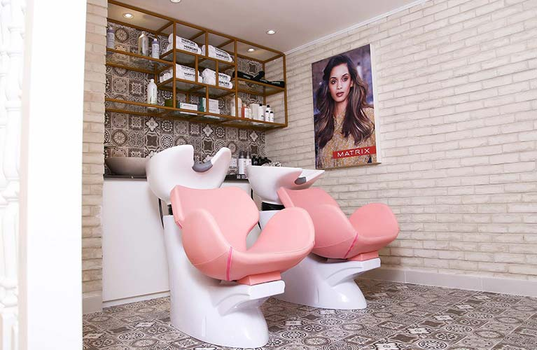 hair salon for frizzy treatment in dubai