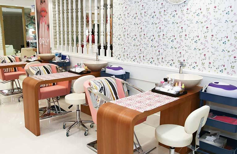 acrylic nail extension salon